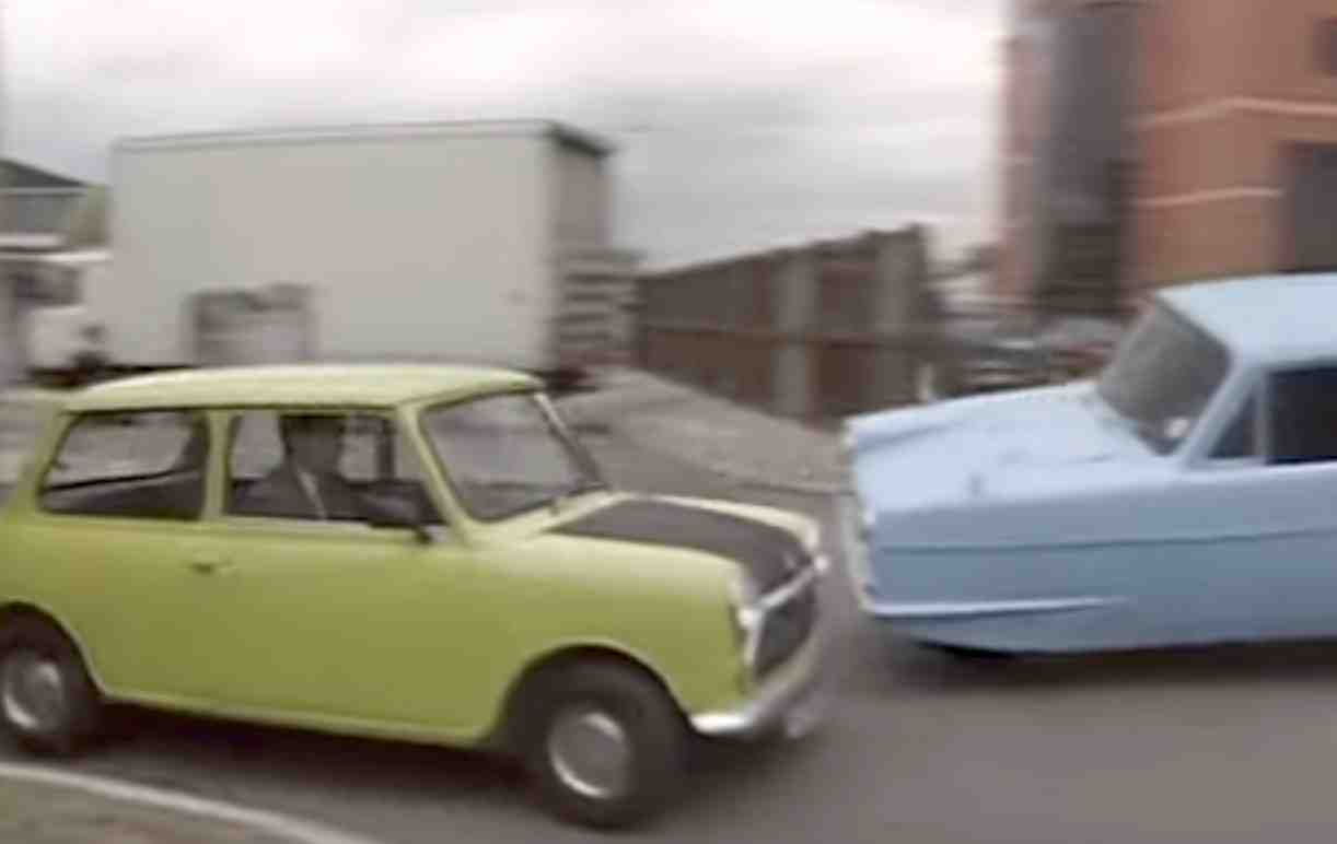 Mr beans car in mr bean goes to town bean uses his car to transport his new television by tying it to the roof apparently the back seat was out of order solutioingenieria Images