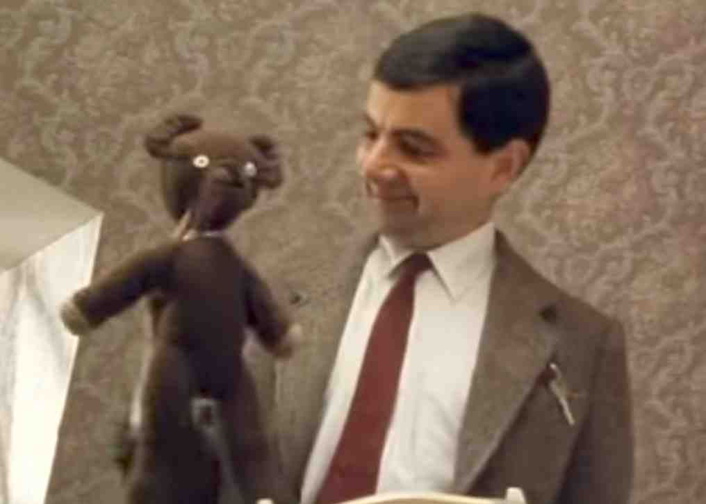 Mr beans teddy with its head now back in place teddy becomes a makeshift paintbrush in do it yourself mr bean solutioingenieria Images